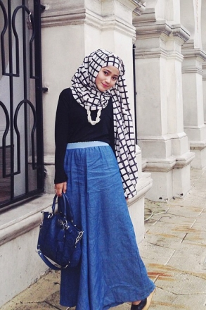 2 Pieces Basic Round Neck with Long Skirt (Including Polka Dots Shawl)